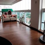 instalação de piso flutuante de madeira Santos