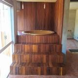 onde faz deck de madeira na parede Sumaré