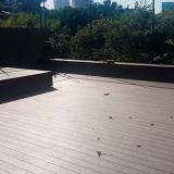 piso de madeira escuro Ilhabela